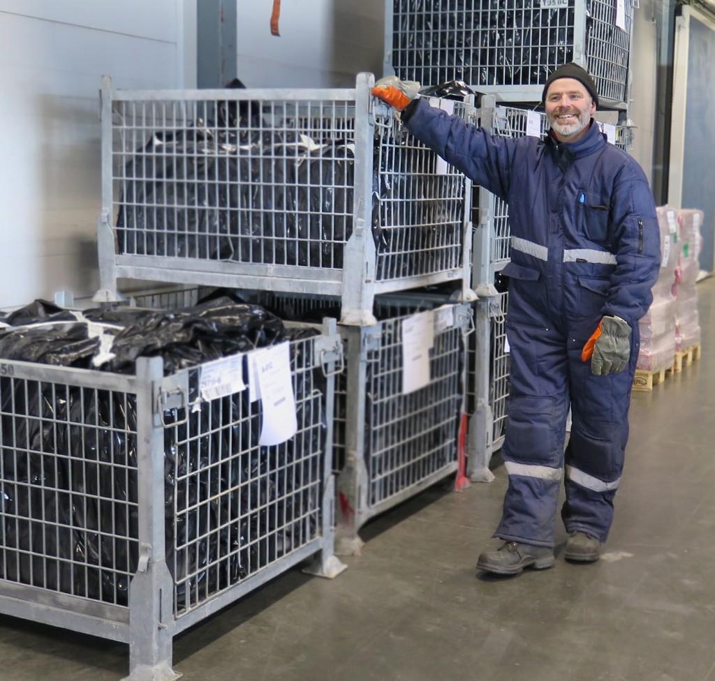 Mann i arbeid ved Malvik Fryselager